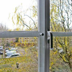 Spanjolet handle and knob Suitable for 8mm glass only, locks the window
